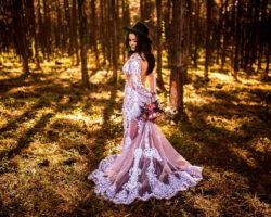 spalvota vestuvine suknele